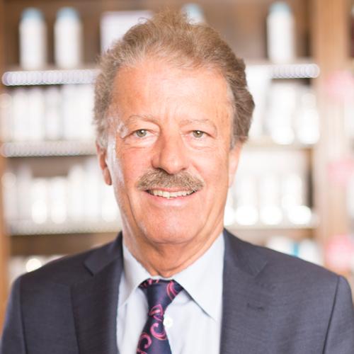 Adler Apotheke-Mitarbeiter Prof. Mag. Bernd Milenkovics