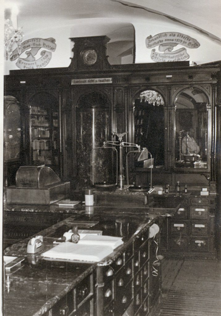 Adler Apotheke Office-in-den-50ern