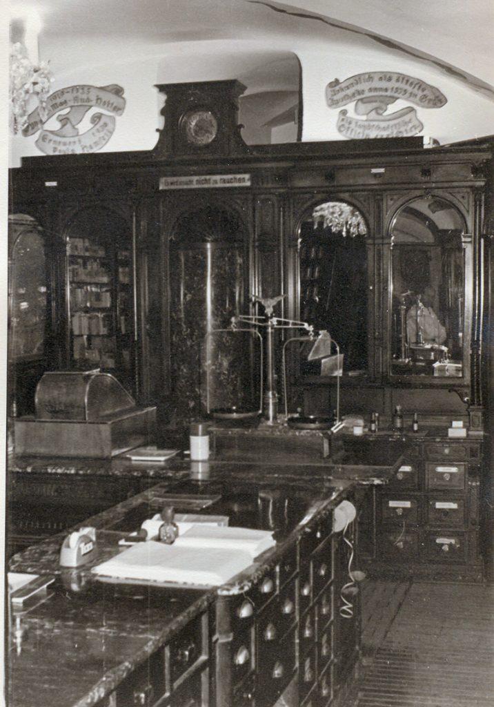 Adler Apotheke Office-in-den-50ern