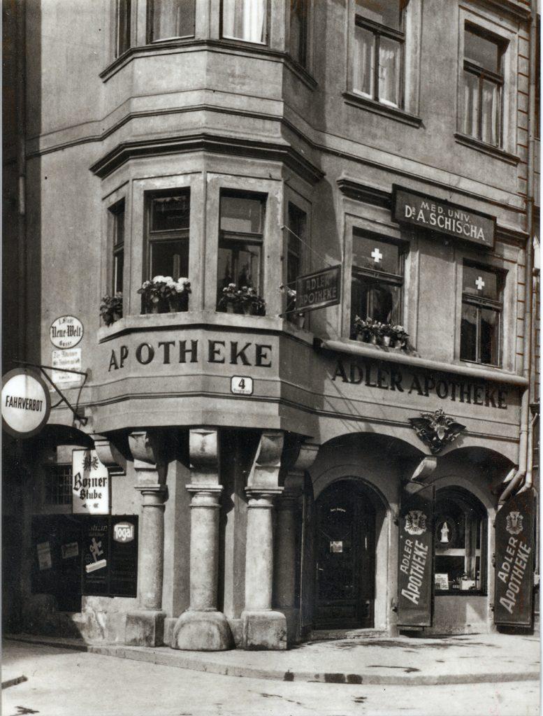 Adler Apotheke um-1930